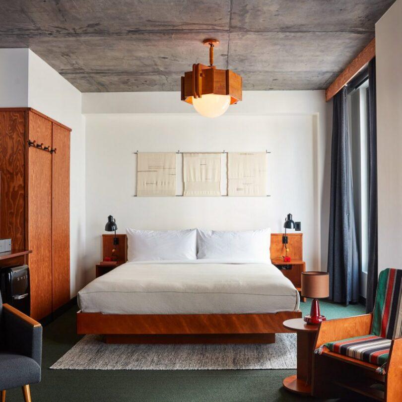 ace-hotel-brooklyn-by-roman-and-williams_dezeen_2364_col_sq-852x852