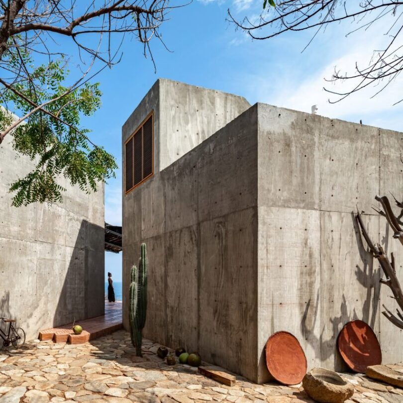la-casa-del-sapo-by-espacio-18-mexico_dezeen_2364_col_0-852x852
