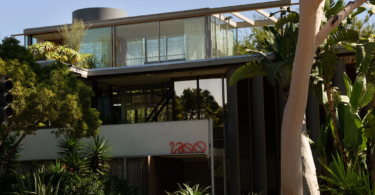 Neutra's VDL II House hosts Built In group exhibition in Los Angeles